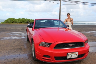 rotes Mustang Cabrio Girl Hawaii